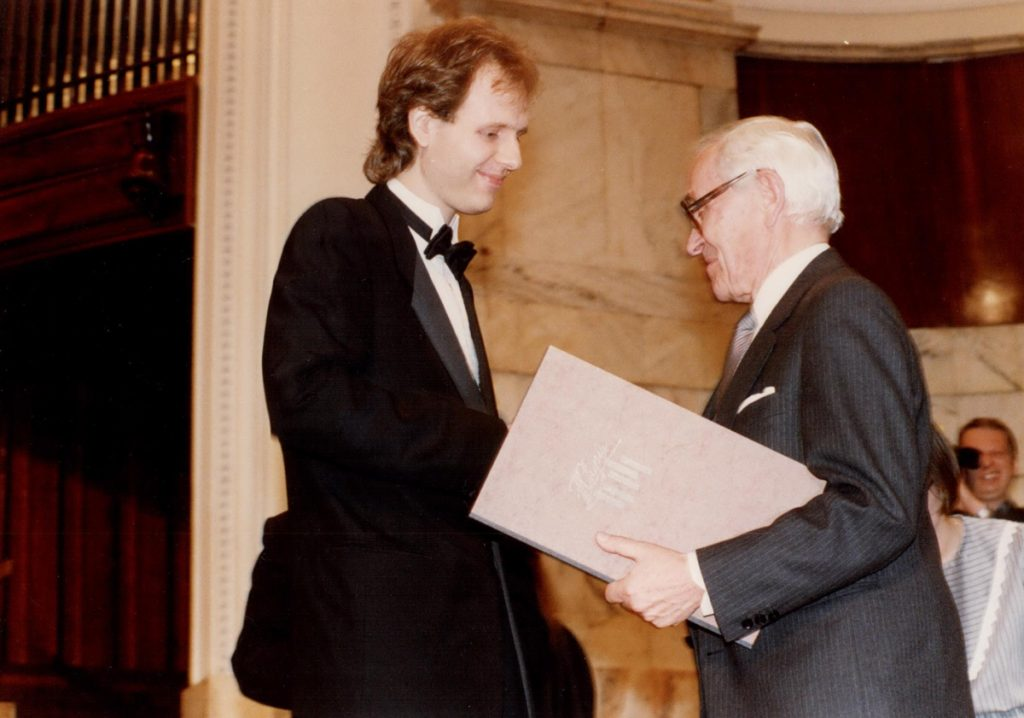 Kevin Kenner awarded prize from head of the jury, Jan Ekier at the 1990 competition.